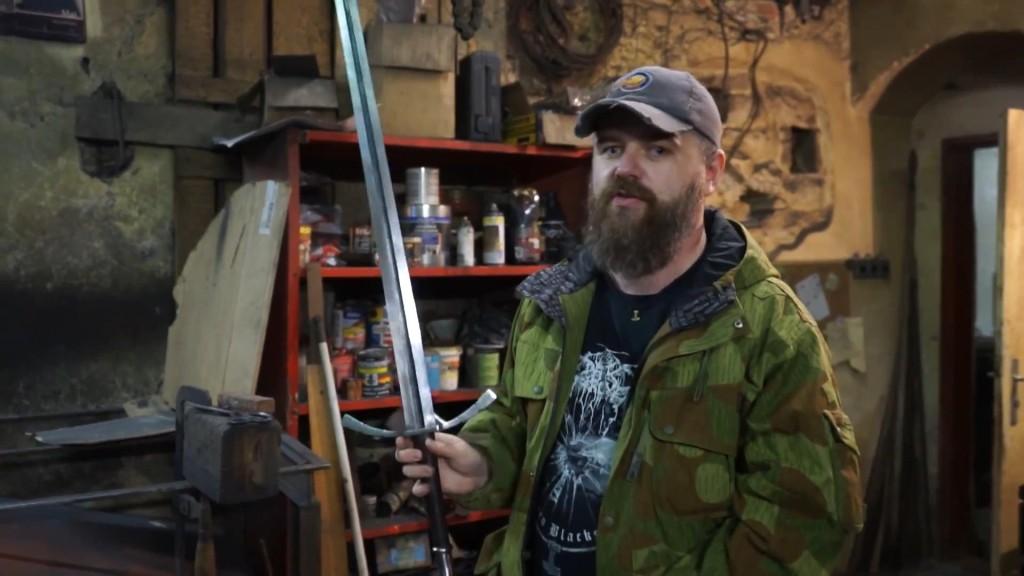 Dan Vávra s ručně kovaným mečem